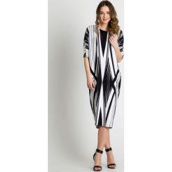 Sukienki hiszpanki: Sukienka midi w geometryczne wzory BIALCON