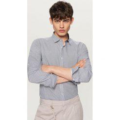 Koszula z podwijanymi rękawami slim fit - Granatowy. Niebieskie koszule męskie slim Reserved, l. W wyprzedaży za 59,99 zł.
