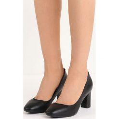 Czarne Czółenka Marry Me. Czarne buty ślubne damskie marki Born2be, na niskim obcasie, na słupku. Za 69,99 zł.