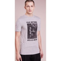 McQ Alexander McQueen CREW TEE Tshirt z nadrukiem grey melange. Niebieskie koszulki polo marki Tiffosi. W wyprzedaży za 359,25 zł.