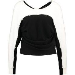 Swetry klasyczne damskie: Karen Millen PEARL DETAIL KNIT COLLECTION Sweter black/ivory