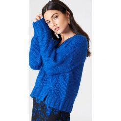 Baum und Pferdgarten Sweter Coralie - Blue. Zielone swetry klasyczne damskie marki Emilie Briting x NA-KD, l. W wyprzedaży za 364,48 zł.