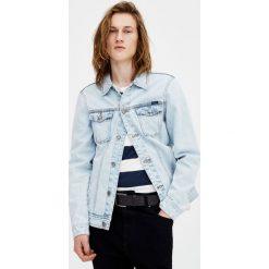 Jasnoniebieska kurtka jeansowa z efektem sprania. Niebieskie kurtki męskie jeansowe marki Reserved, l. Za 119,00 zł.