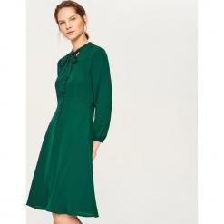 Sukienka w stylu retro - Zielony. Zielone sukienki Reserved, retro. Za 139,99 zł.