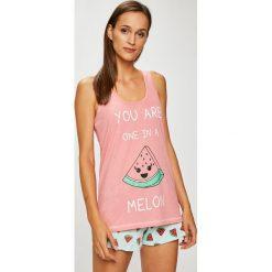 Answear - Piżama. Różowe piżamy damskie marki ANSWEAR, l, z nadrukiem, z bawełny. W wyprzedaży za 59,90 zł.