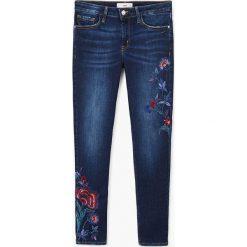 Mango - Jeansy Flowers. Niebieskie jeansy damskie rurki Mango, z bawełny. W wyprzedaży za 99,90 zł.