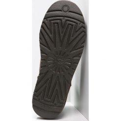 UGG CLASSIC MINI II Botki chocolate. Brązowe buty zimowe damskie Ugg, z materiału. Za 699,00 zł.