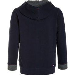 Napapijri BOYSTER FULL Bluza rozpinana blu marine. Szare bluzy chłopięce rozpinane marki Napapijri, l, z materiału, z kapturem. W wyprzedaży za 303,20 zł.