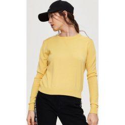 Luźny sweter - Żółty. Żółte swetry klasyczne damskie marki Mohito, l, z dzianiny. W wyprzedaży za 29,99 zł.