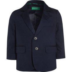 Benetton Marynarka dark blue. Niebieskie kurtki dziewczęce marki Benetton, z bawełny. W wyprzedaży za 195,30 zł.