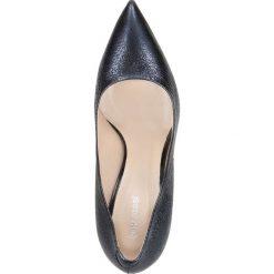 Czółenka INGRID. Niebieskie buty ślubne damskie Gino Rossi, ze skóry, na wysokim obcasie, na szpilce. Za 249,90 zł.
