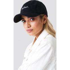 New Black Czapka z daszkiem Signature - Black. Czarne czapki z daszkiem damskie New Black. W wyprzedaży za 56,78 zł.