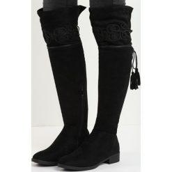 Czarne Kozaki Gig Out. Czarne buty zimowe damskie marki Born2be, na płaskiej podeszwie. Za 149,99 zł.