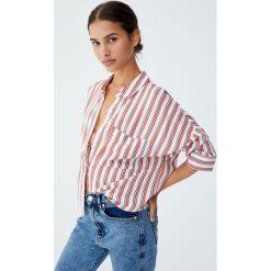 Koszula basic w kontrastowe paski. Szare koszule wiązane damskie Pull&Bear, w paski, z kontrastowym kołnierzykiem, z długim rękawem. Za 69,90 zł.