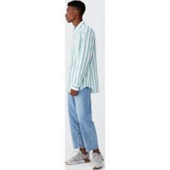 Koszula w dwukolorowe paski. Zielone koszule męskie w paski Pull&Bear, m, z długim rękawem. Za 99,90 zł.