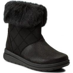 Botki CLARKS - Cabrini Reef 261286724 Black. Czarne buty zimowe damskie marki Clarks, z materiału. W wyprzedaży za 259,00 zł.