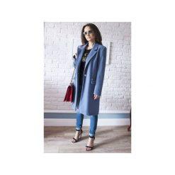 Płaszcze damskie pastelowe: Niebieski płaszcz damski z faluszu