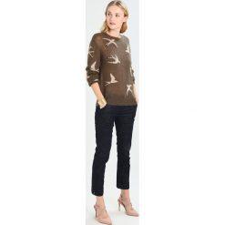 Swetry klasyczne damskie: Karen by Simonsen RESOURCE  Sweter tarmac