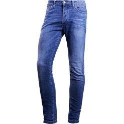 DRYKORN JAZ Jeansy Slim Fit blau. Niebieskie jeansy męskie relaxed fit marki DRYKORN, m, z dekoltem karo. W wyprzedaży za 458,10 zł.