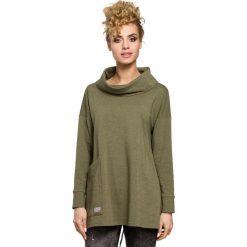 EVE Bluza oversize z kominem i kieszenią - khaki. Brązowe bluzy damskie Moe, s, z bawełny. Za 129,99 zł.
