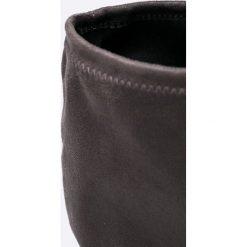 Caprice - Kozaki. Szare buty zimowe damskie Caprice, z materiału, z okrągłym noskiem, na obcasie. W wyprzedaży za 129,90 zł.
