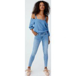 Jeansy rurki z wysokim stanem. Szare jeansy damskie rurki Pull&Bear, z jeansu, z podwyższonym stanem. Za 99,90 zł.