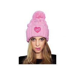 CZAPKA LOVE PINK. Czerwone czapki zimowe damskie JUNGMOB, z aplikacjami. Za 79,00 zł.