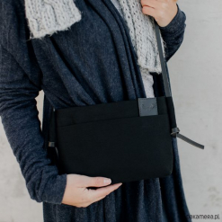 Torebka BAT BLACK COTTON. Czarne torebki klasyczne damskie Pakamera, z bawełny. Za 190,00 zł.