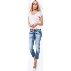 Bluzka z z ozdobnymi rękawkami jasnoróżowa ZZ1059. Białe bluzki z odkrytymi ramionami marki Fasardi, l. Za 44,00 zł.
