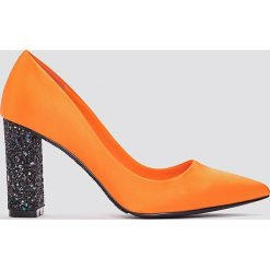Czółenka: NA-KD Shoes Czółenka z błyszczącej satyny – Orange,Multicolor
