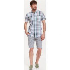 Koszule męskie na spinki: KOSZULA MĘSKA W KRATKĘ O REGULARNYM KROJU