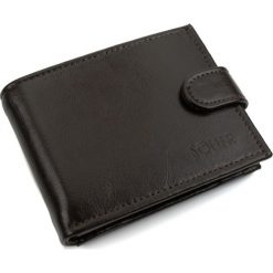 Elegancki brązowy skórzany męski portfel SOLIER. Brązowe portfele męskie Solier, z napisami, z materiału. Za 79,90 zł.
