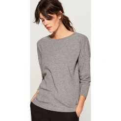 Sweter z dekoltem na plecach - Szary. Szare swetry klasyczne damskie Mohito, l, z dekoltem na plecach. Za 89,99 zł.
