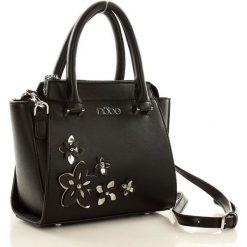 Mini kuferek torebka czarna HARMONY. Czarne kuferki damskie Nobo, w paski, ze skóry ekologicznej. Za 149,00 zł.