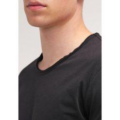 T-shirty męskie: Tigha MILO Tshirt basic black