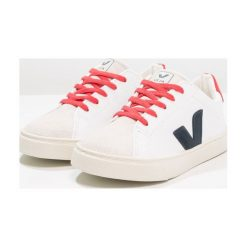 Veja ESPLAR SMALL LACE Tenisówki i Trampki extra white/nautico pekin. Białe tenisówki męskie marki Veja, z kauczuku. Za 329,00 zł.