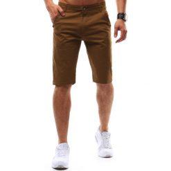 Krótkie spodenki szorty męskie brązowe (sx0463). Brązowe t-shirty męskie marki Dstreet, na lato, m, w kolorowe wzory, z bawełny, z klasycznym kołnierzykiem. Za 69,99 zł.