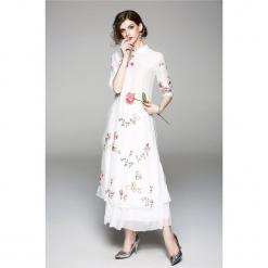 Sukienka w kolorze białym. Białe długie sukienki marki Zeraco, ze stójką. W wyprzedaży za 349,95 zł.