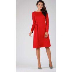 Czerwona Elegancka Sukienka do Kolana z Dekoracyjnym Marszczeniem. Czerwone sukienki balowe marki Molly.pl, do pracy, l, z dekoltem na plecach, midi, dopasowane. W wyprzedaży za 125,46 zł.