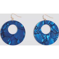 Kolczyki damskie: NA-KD Accessories Wiszące kolczyki Resin – Blue