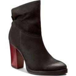 Botki CARINII - B3670 360-000-PSK-B77. Czarne buty zimowe damskie marki Carinii, z materiału. W wyprzedaży za 289,00 zł.