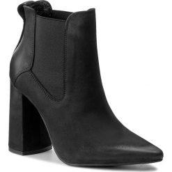 Botki CARINII - B4062 360-000-PSK-C28. Czarne buty zimowe damskie Carinii, z materiału, na obcasie. W wyprzedaży za 279,00 zł.