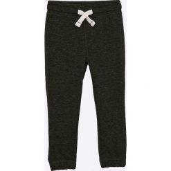 Blukids - Spodnie dziecięce 98-128 cm. Czarne spodnie chłopięce Blukids, z bawełny. W wyprzedaży za 37,90 zł.