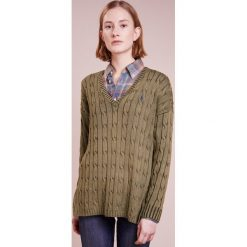 Polo Ralph Lauren SIDE SLIT Sweter olive. Zielone swetry klasyczne damskie Polo Ralph Lauren, l, z bawełny, polo. Za 629,00 zł.