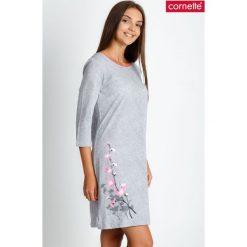 Szara piżama koszula nocna z kwiatem QUIOSQUE. Szare piżamy damskie QUIOSQUE, na jesień, xl, z nadrukiem, z bawełny, z długim rękawem. Za 89,99 zł.