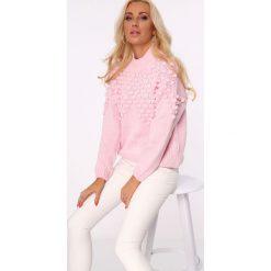 Golfy damskie: Sweter z golfem i pomponami jasnoróżowy MISC217