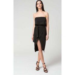 Sukienki hiszpanki: Czarna Wieczorowa Sukienka z Odkrytymi Ramionami z Kopertowym Dołem