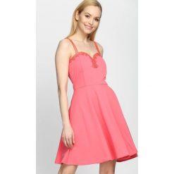 Sukienki: Koralowa Sukienka Lace Dress