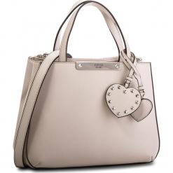 Torebka GUESS - HWPU66 93050  NUD. Brązowe torebki klasyczne damskie Guess, z aplikacjami, ze skóry ekologicznej, duże. Za 589,00 zł.