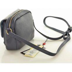 Niewielka torebka listonoszka granatowa ISLA. Szare torby na ramię męskie marki Monnari, w paski, ze skóry ekologicznej, małe. Za 129,00 zł.